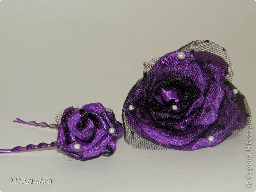 Открыла я для себя еще один вид творчества :). Это цветы из ткани....очень нравятся розы...аж млею. Просто так цветики девать не куда, и решила делать заколочки :). Вот какие они вышли... Не кидайтесь тапками, я только учусь :) фото 1
