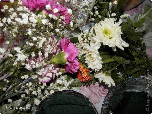 И снова здравствуйте! :) Хочу поделиться с Вами МК увлекающим не только для взрослых, но и для деток. Моему сокровищу 6 лет, но любит ВСЕ :). К 23 февраля мы делали букетики. Цветочки покупали в обычном ларьке цветочном, правда покупали те, которые поломанные и не кондишион.... И вот что получилось :). Нам нужны: цветы флористическая губка емкость (ваза, чаша и т.п.) и водчика фото 5