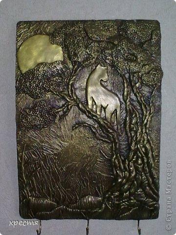 Доброго всем времени суток. Очередная ключница, работа выполнена из холодного фарфора. Спасибо за идею Olena777. Сам сюжет позаимствовала у неё. фото 1