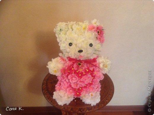 Кошечка Китти из белой и розовой сакуры фото 2