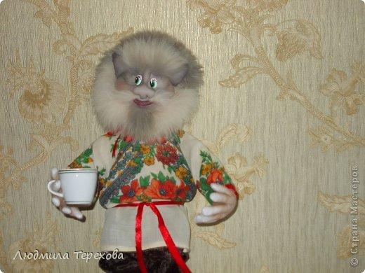Домовой Кузьма Кузьмич получился у меня совершенно неожиданно...Просто тренировалась - училась прошивать рот. Ну и чтобы использовать получившуюся голову, дошивала до конца... Оказалось - домовой)) фото 2