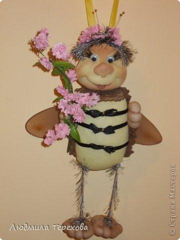 Весенняя пчела сшита по той же технологии, что и Ангелочек - мастер-класс Елены Лаврентьевой.  фото 1
