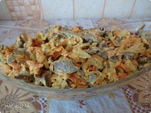 Новогодний венок (режется кур.грудка кубиком,кукуруза,сухарики,ананас кубиком,сыр на терке,зеленый лук,заправляется майонезом) украшение по желанию. фото 9