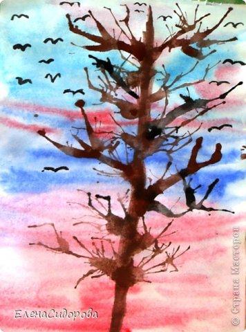 """С ребятами 2 класса рисовали весенний пейзаж. Фон неба - в технике """"по-сырому"""". Деревья и кустарники - в технике выдувания.   Сухогузова Кристина. фото 2"""