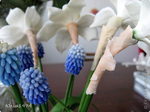 Так уже хочется тепла и цветов, что приходится делать самой, а заодно готовиться к Пасхе! Нарцисы и мускари одни из первых весенних цветов, очень их люблю и конечно, красивые пасхальные яйца станут украшением стола. фото 7
