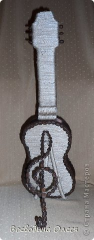 Вот такая гитара у меня получилась. Делала под заказ на день рождения молодому парню. Идею подсмотрела у Елены Тараник https://stranamasterov.ru/node/422037?c=favorite , но делала совершенно по другому. фото 3