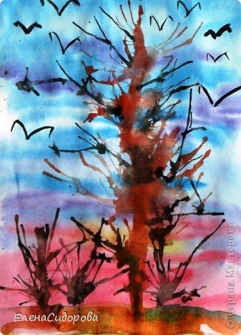 """С ребятами 2 класса рисовали весенний пейзаж. Фон неба - в технике """"по-сырому"""". Деревья и кустарники - в технике выдувания.   Сухогузова Кристина. фото 1"""