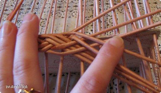 Мастер-класс Плетение Коса на дне коробочки Мастер-класс Бумага газетная Трубочки бумажные фото 13