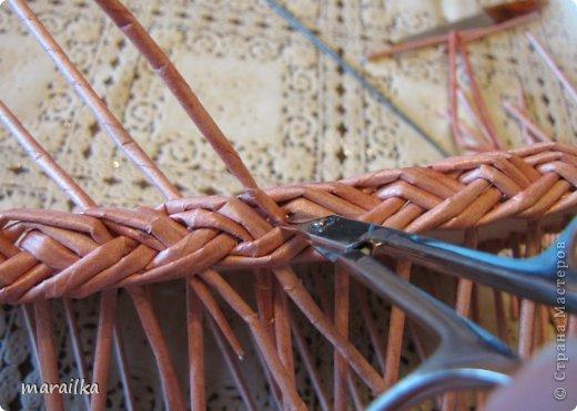 Мастер-класс Плетение Коса на дне коробочки Мастер-класс Бумага газетная Трубочки бумажные фото 25