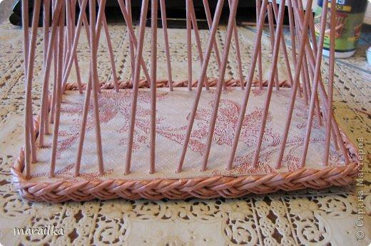 Мастер-класс Плетение Коса на дне коробочки Мастер-класс Бумага газетная Трубочки бумажные фото 30