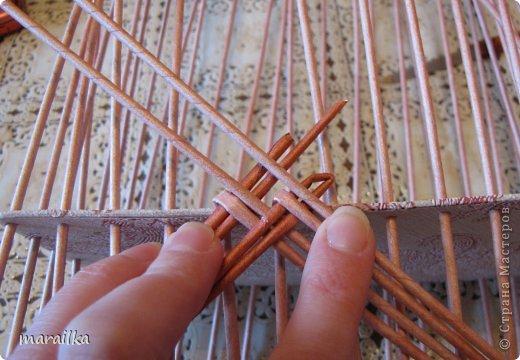 Мастер-класс Плетение Коса на дне коробочки Мастер-класс Бумага газетная Трубочки бумажные фото 7