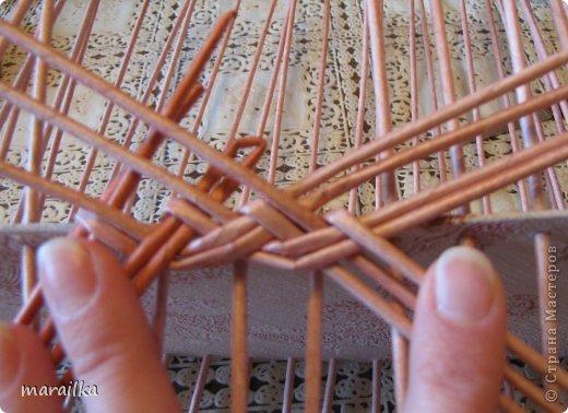 Мастер-класс Плетение Коса на дне коробочки Мастер-класс Бумага газетная Трубочки бумажные фото 10
