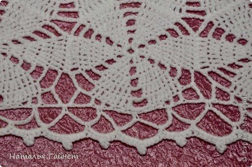 Белые цветы на косынке показались похожи на цветы жасмина, который недавно принес муж.Отсюда и название. Нитки акрил пехорка Бисерная 450 м/100г.Расход примерно 130г. Связалась косынка на одном дыхании.Хотя она первая довязанная до конца из мотивов вещь. фото 4