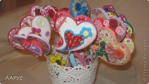 с палочкми можно  придумать  очень много вариантов..это деревянные сердечки  мы  их украсили с подругой ..  фото 1