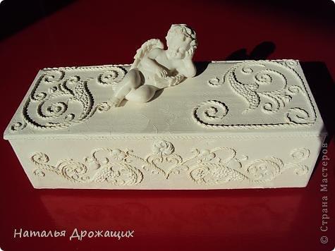 Купюрница  выполнена в технике пейп арт Татьяны Сорокиной, покрыта белой матовой эмалью. фото 1