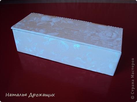 Купюрница  выполнена в технике пейп арт Татьяны Сорокиной, покрыта белой матовой эмалью. фото 3