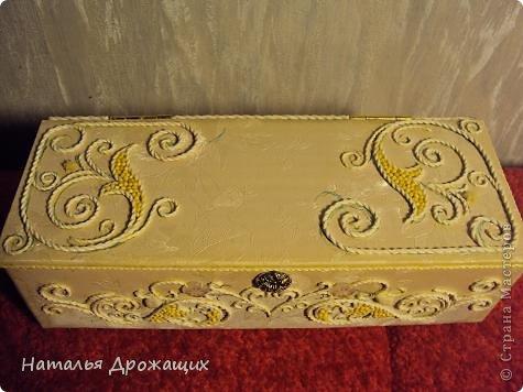 Купюрница  выполнена в технике пейп арт Татьяны Сорокиной, покрыта белой матовой эмалью. фото 5