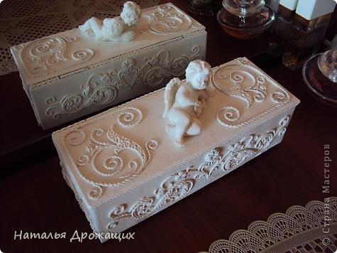 Купюрница  выполнена в технике пейп арт Татьяны Сорокиной, покрыта белой матовой эмалью. фото 9