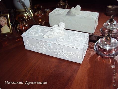Купюрница  выполнена в технике пейп арт Татьяны Сорокиной, покрыта белой матовой эмалью. фото 10