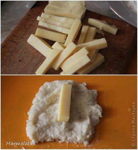 5 средних варёных картофелин  2 яйца  100 г панировочных сухарей  100 г твёрдого сыра  2-3 ст. л муки  растительное масло (для жарки)  чёрный молотый перец, соль - по вкусу  фото 4