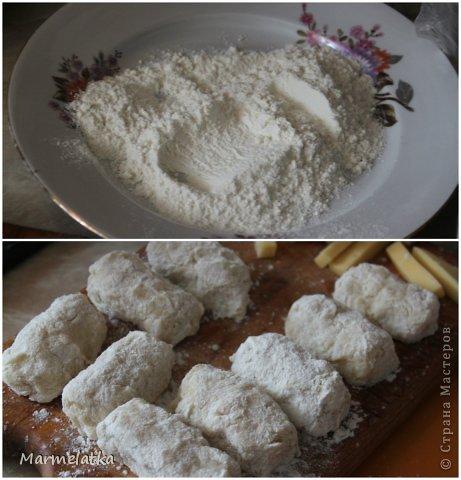 5 средних варёных картофелин  2 яйца  100 г панировочных сухарей  100 г твёрдого сыра  2-3 ст. л муки  растительное масло (для жарки)  чёрный молотый перец, соль - по вкусу  фото 5
