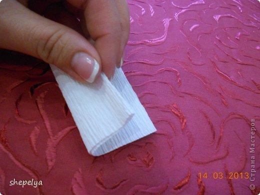 МК Корзина ромашек и васильков из конфет фото 8
