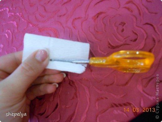 МК Корзина ромашек и васильков из конфет фото 12