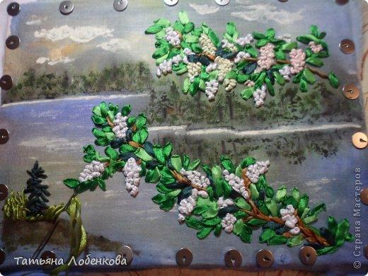 Мне очень нравится вышивать по нарисованному акварелью фону. Раньше я вышивала гладью нитками мулине, а сейчас меня привлекает вышивка ленточками. Вот решила вышить ветки черемухи на фоне акварельного пейзажа. фото 12
