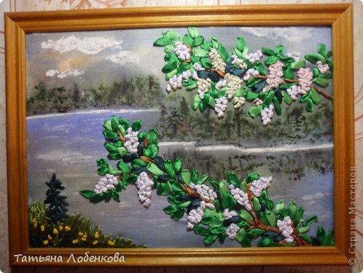Мне очень нравится вышивать по нарисованному акварелью фону. Раньше я вышивала гладью нитками мулине, а сейчас меня привлекает вышивка ленточками. Вот решила вышить ветки черемухи на фоне акварельного пейзажа. фото 14