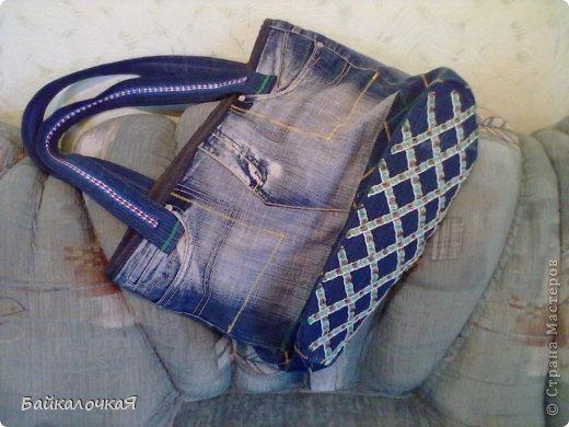 сшила маленькую сумочку на длинном ремешке
