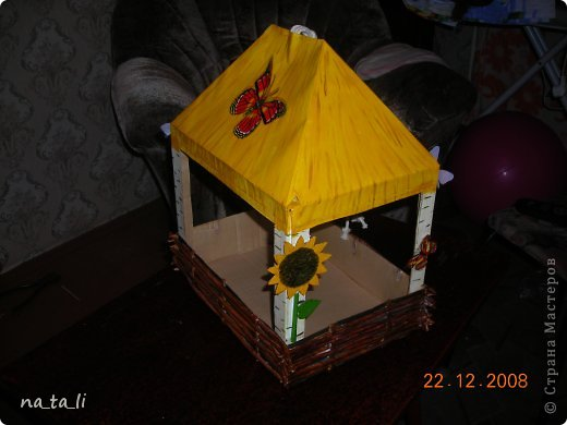 Кормушка для птиц из картона своими руками фото