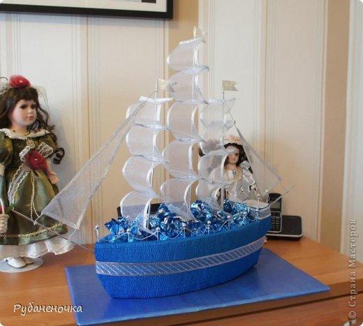 Корабль из пенопласта с конфетами своими руками