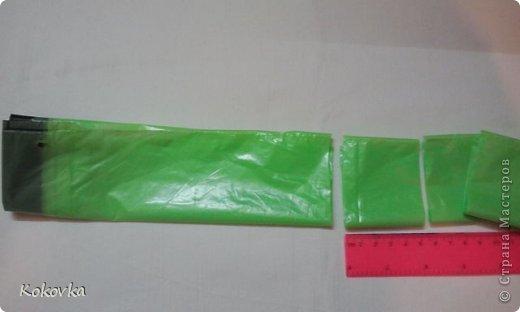 Вот такие корзинки-горшочки  связала крючком из пакетов. фото 12