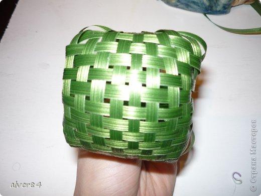 Доброго времени суток всем. Увидела в одном букете (фото ниже) плетеные шары из берграсса. Подумала, а почему бы не сделать их из искуственного листа аспидистры. Очень хорошо будут смотреться в сладких букетах, а также в букетах из ХФ. Это готовый шарик. фото 1