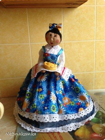Решила сделать новую куклу на чайник и рассказать Вам - как это все происходит... Девчата - сказу хочу сказать - не обладаю особыми навыками шитья. Поэтому до всего доходила методом проб и ошибок. Ну и нашла для себя самый удобный вариант. Делюсь с Вами фото 39