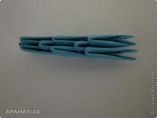 По просьбам жителей СМ решила попробовать сделать Мастер класс дельфина. Для сборки дельфина нам потребуются белые и синие модули, клей.  Приготовьте 1087 модулей  (236 белых модулей, 851 синий модуль)    фото 14