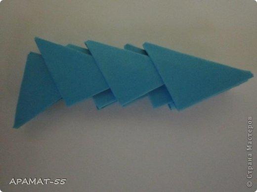 По просьбам жителей СМ решила попробовать сделать Мастер класс дельфина. Для сборки дельфина нам потребуются белые и синие модули, клей.  Приготовьте 1087 модулей  (236 белых модулей, 851 синий модуль)    фото 15