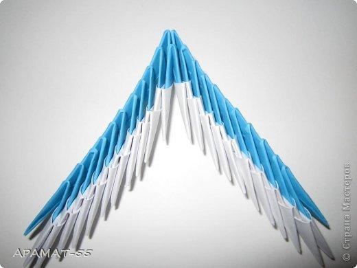 По просьбам жителей СМ решила попробовать сделать Мастер класс дельфина. Для сборки дельфина нам потребуются белые и синие модули, клей.  Приготовьте 1087 модулей  (236 белых модулей, 851 синий модуль)    фото 20