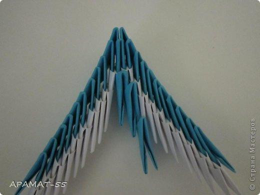 По просьбам жителей СМ решила попробовать сделать Мастер класс дельфина. Для сборки дельфина нам потребуются белые и синие модули, клей.  Приготовьте 1087 модулей  (236 белых модулей, 851 синий модуль)    фото 22