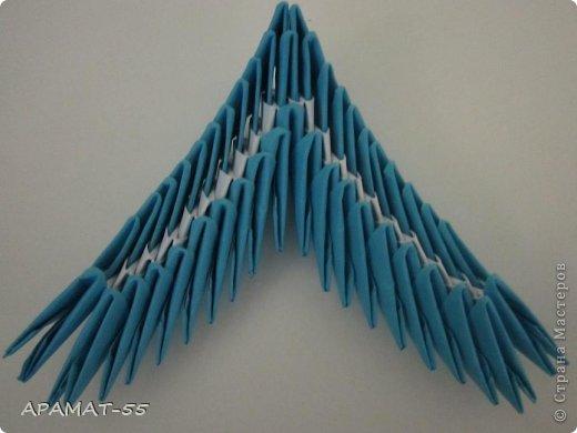По просьбам жителей СМ решила попробовать сделать Мастер класс дельфина. Для сборки дельфина нам потребуются белые и синие модули, клей.  Приготовьте 1087 модулей  (236 белых модулей, 851 синий модуль)    фото 23