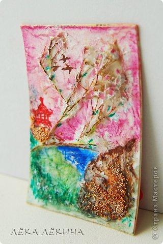 Карточка несерийная, сделана специально для одного человека, любительницы Востока. По материалам и технике. Основа картон и акварельная бумага торшон (крупнозернистая), сухоцветы, сверху покрыты тонким слоем бумаги, за счет этого фактура и объем, тонировано акварелью, потом сделан рисунок акрилом. Микробисер и немного мерцающего лака-глосси. Надеюсь понравится. фото 3