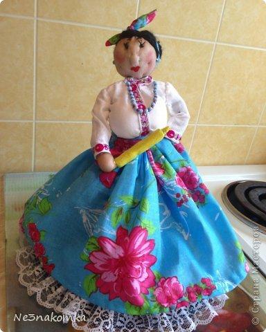 Решила сделать новую куклу на чайник и рассказать Вам - как это все происходит... Девчата - сказу хочу сказать - не обладаю особыми навыками шитья. Поэтому до всего доходила методом проб и ошибок. Ну и нашла для себя самый удобный вариант. Делюсь с Вами фото 40