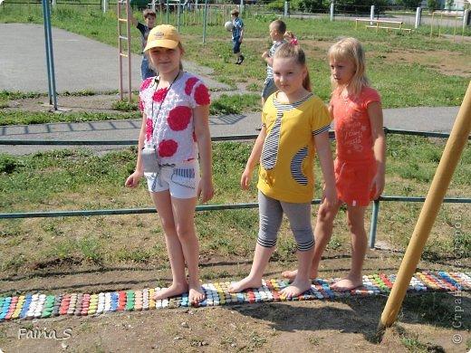 Мастер-класс День защиты детей Моделирование конструирование Оздоровительная дорожка Мастер-класс Бутылки пластиковые Материал бросовый фото 1