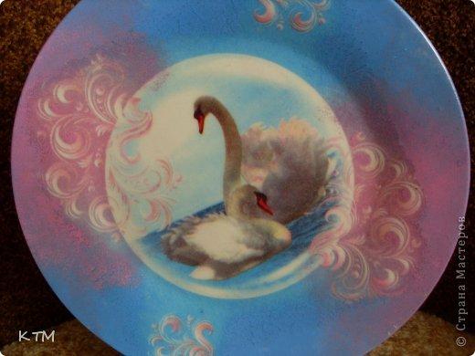 Стеклянная тарелка ,прямой декупаж ,подрисовка фона красками. фото 2