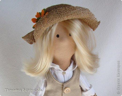 Скромной девочки Поли очень надоела затянувшееся весна.. так она мечтает побродить по цветущим лугам:))) Ощутить завораживающий аромат первых весенних цветов. А как хочется снять уже тяжелую зимнею одежду и окупится в струящийся льняной сарафан. Узнаете ощущения в вашей душе..... вот она какое нежное ............. фото 4