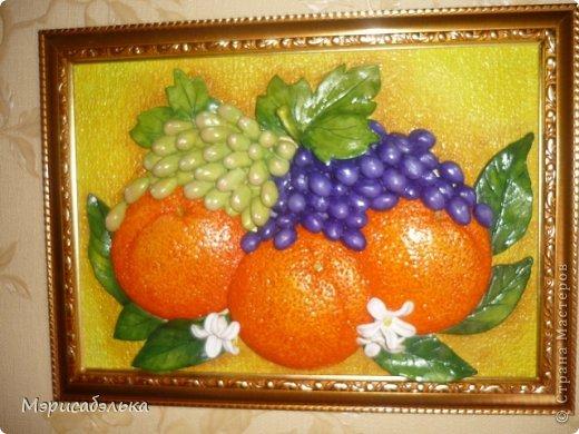 Всем привет!!!!Вот такие апельсинки налепились у меня на заказ для хорошей знакомой.Будут украшать кухню в паре с раками.Размер работы 21 на 30. фото 1