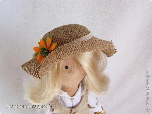 Скромной девочки Поли очень надоела затянувшееся весна.. так она мечтает побродить по цветущим лугам:))) Ощутить завораживающий аромат первых весенних цветов. А как хочется снять уже тяжелую зимнею одежду и окупится в струящийся льняной сарафан. Узнаете ощущения в вашей душе..... вот она какое нежное ............. фото 7