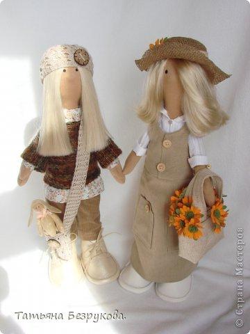 Скромной девочки Поли очень надоела затянувшееся весна.. так она мечтает побродить по цветущим лугам:))) Ощутить завораживающий аромат первых весенних цветов. А как хочется снять уже тяжелую зимнею одежду и окупится в струящийся льняной сарафан. Узнаете ощущения в вашей душе..... вот она какое нежное ............. фото 11