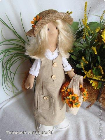 Скромной девочки Поли очень надоела затянувшееся весна.. так она мечтает побродить по цветущим лугам:))) Ощутить завораживающий аромат первых весенних цветов. А как хочется снять уже тяжелую зимнею одежду и окупится в струящийся льняной сарафан. Узнаете ощущения в вашей душе..... вот она какое нежное ............. фото 9