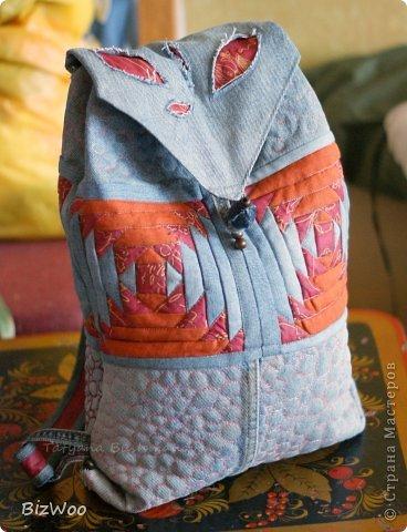 Всё, забросила папье-маше, отказалась от заказов, сижу шью. Утилизирую старые джинсы, вспоминаю как делать стежку, строчу ананасы по бумаге. Хотела добавить кружев, но ещё не сплела их, все в процессе. фото 1